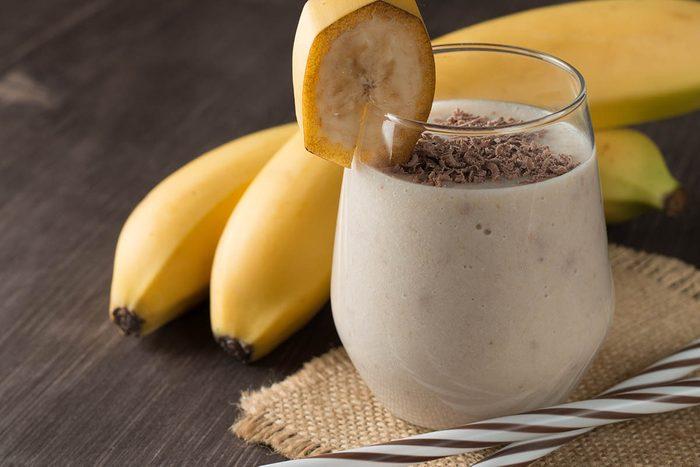 Essayez un smoothie banane et épices.
