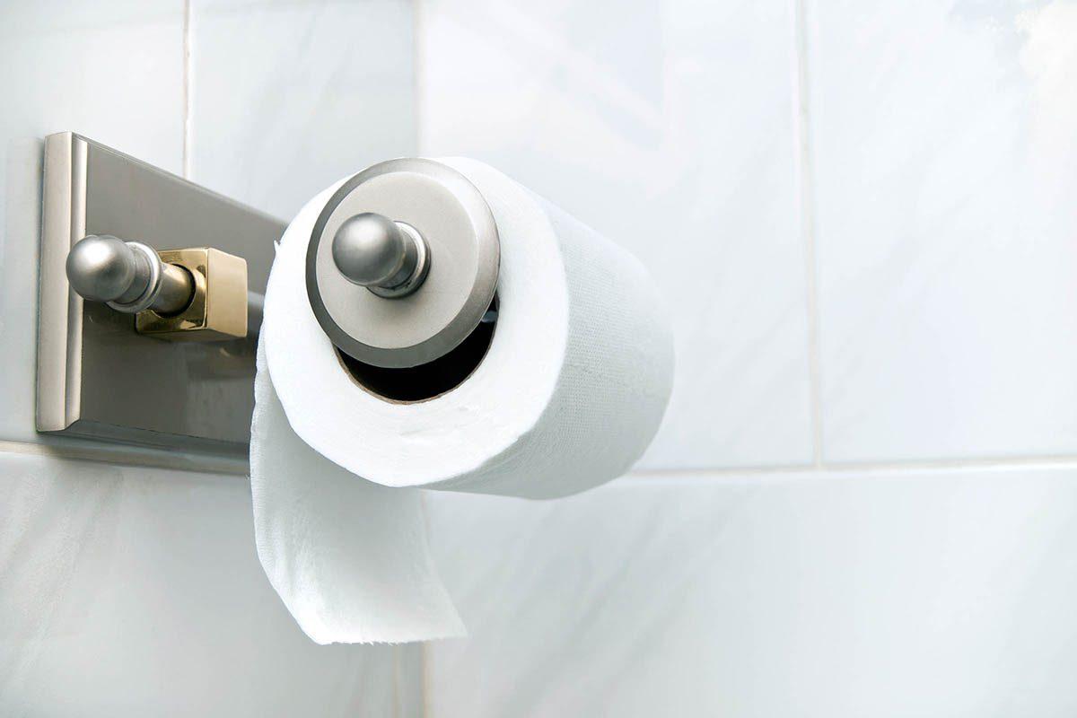 Pour soigner les hémorroïdes, utilisez un papier toilette tout simple.
