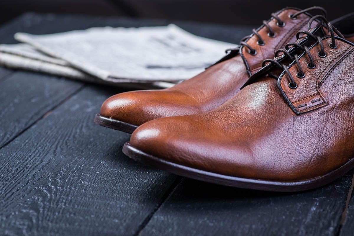10 trucs astucieux pour nettoyer tous les types de chaussures. Black Bedroom Furniture Sets. Home Design Ideas