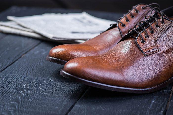 Souliers en cuir : voici comment les nettoyer.
