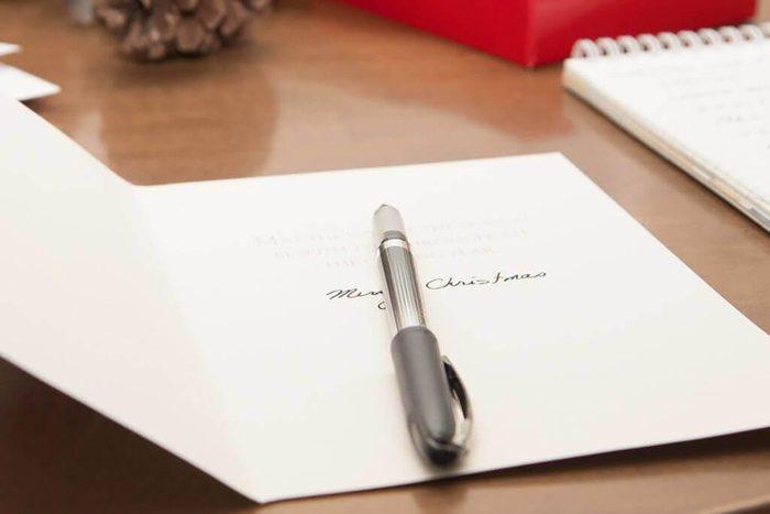 Avant le temps des Fêtes, signez vos cartes de Noël.