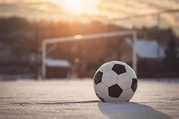 Temps des Fêtes : jouez un match de soccer la veille de Noël.