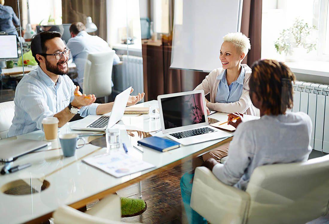 Au travail, ne soyez pas le collègue qui parle trop fort au téléphone.