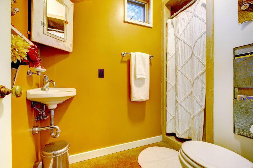 Votre maison vous fait vieillir la couleurs des murs est vert sauge ou jaune moutarde.