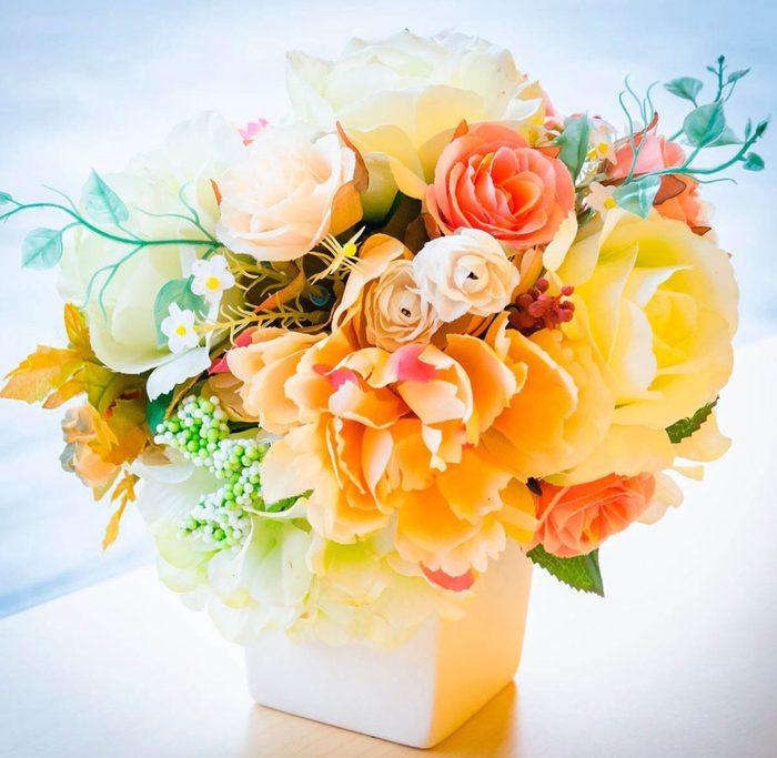 Votre maison vous fait vieillir si vos fleurs semblent clairement fausses.