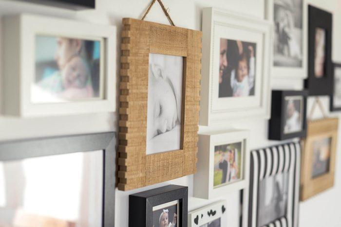 Votre maison vous fait vieillir si vos murs sont recouverts de petites oeuvres d'art.