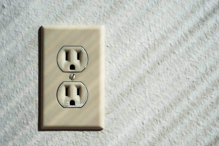 Votre maison vous fait vieillir vos plaques et interrupteurs muraux sont de couleur crème.