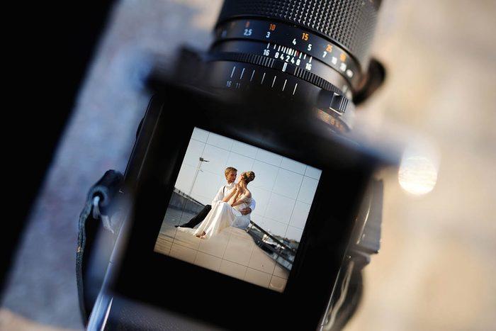 Activités couple : faites-vous prendre en photo par un professionnel.