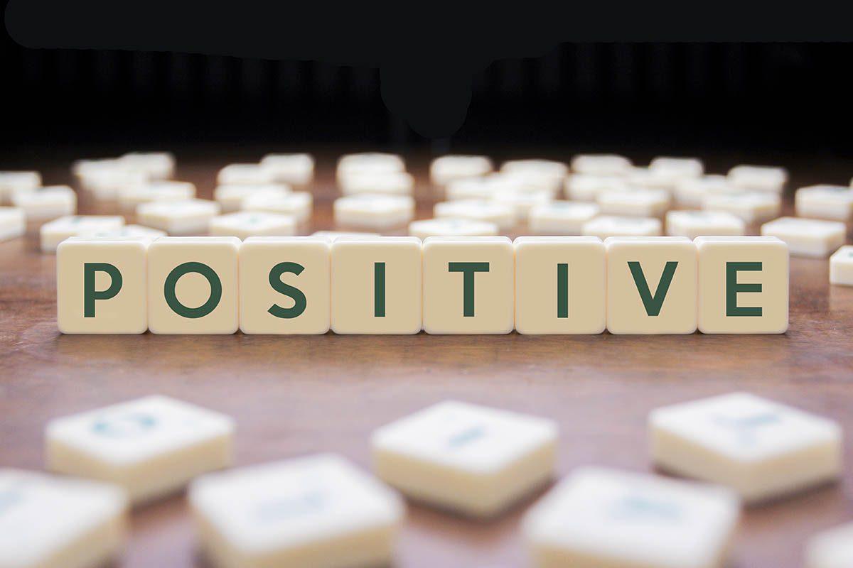 Bienveillance : utilisez des phrases positives.