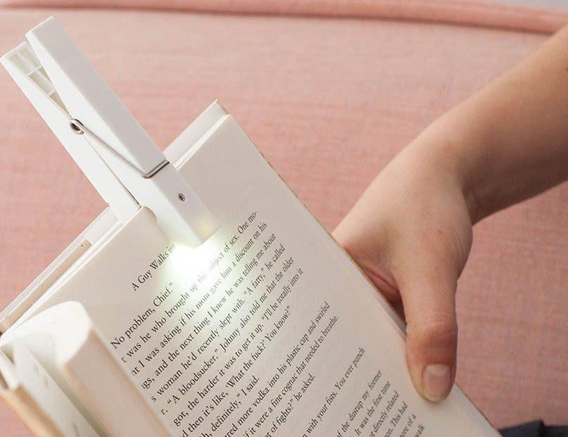 Cadeau de noël : une lampe de lecture à pince