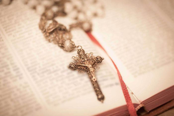 Évitez les cadeaux religieux.