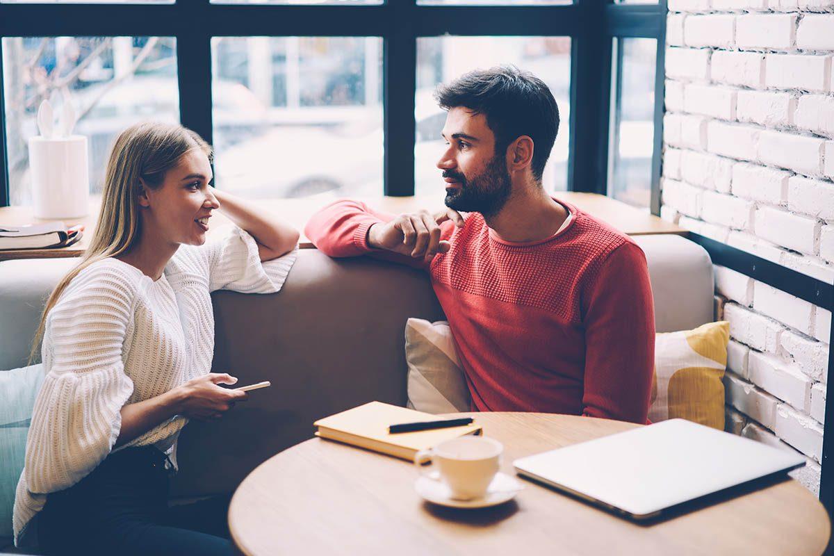 Pour résoudre un conflit relationnel, commencez la conversation sans confronter d'entrée de jeu.