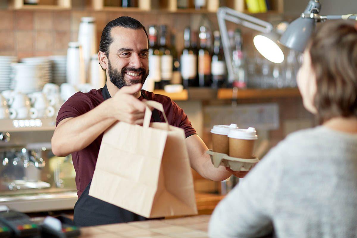 Réduisez le coût des repas en commandant à emporter.