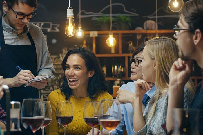 Réduisez le coût des repas en économisant au restaurant.