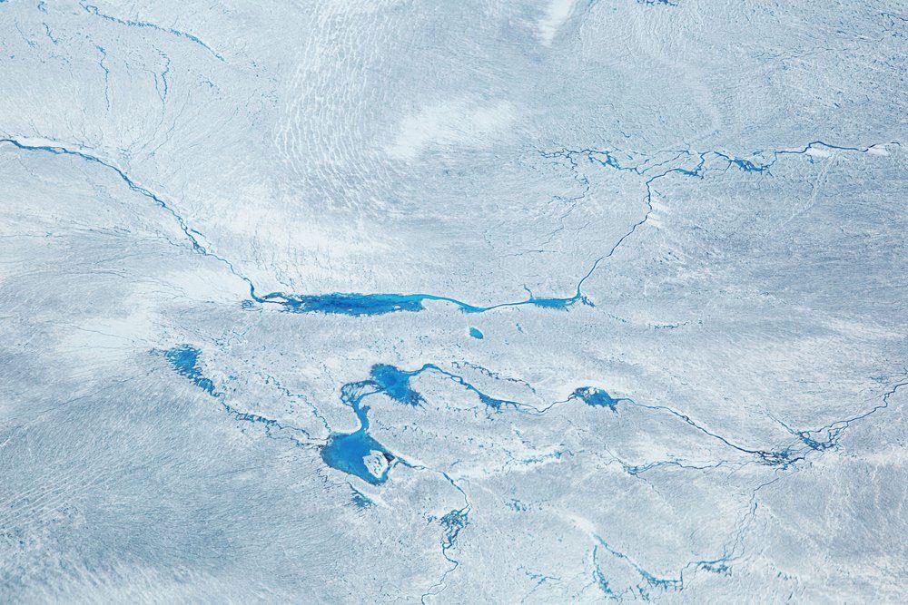 L'une des découvertes scientifiques de l'année, indique qu'un gigantesque cratère d'impact a été trouvé sous les glaces du Groenland.