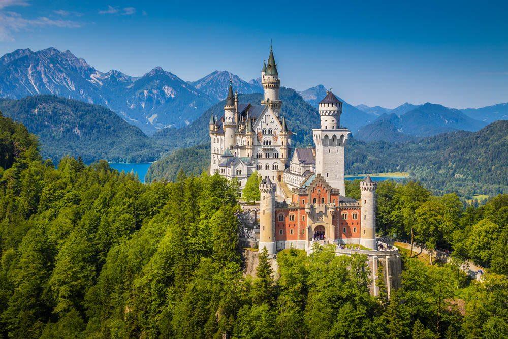 Destination de voyage : le château de Neuschwanstein en Allemagne.