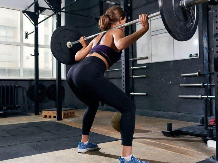 Les exercices centrés sur l'avant du corps peuvent être la cause de votre douleur entre les omoplates.