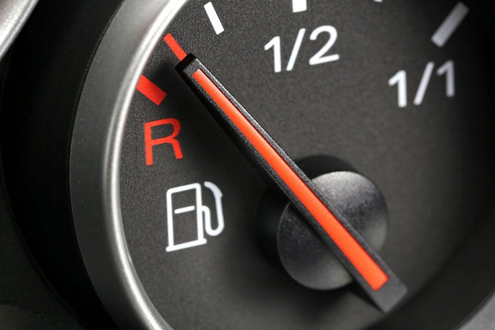 Rouler avec un réservoir presque vide peut réduire la durée de vie d'une voiture.