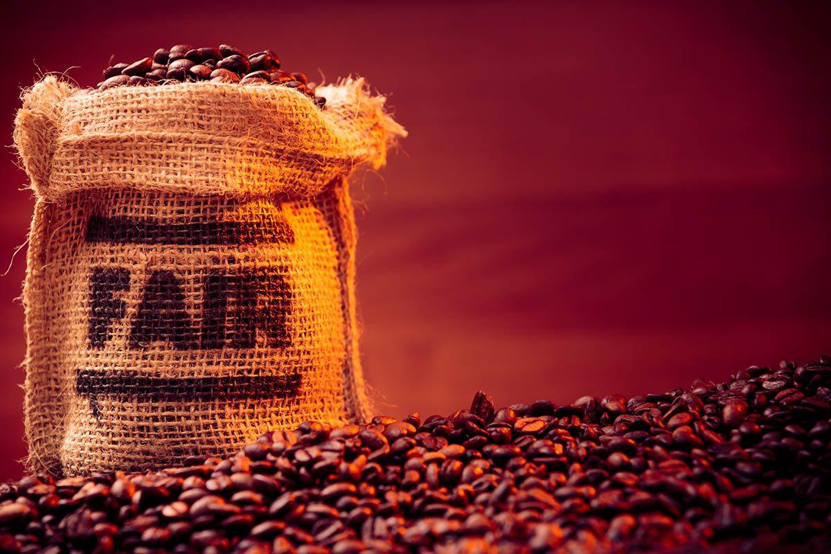 Résolution écologique à adopter : acheter du café et du thé équitables.