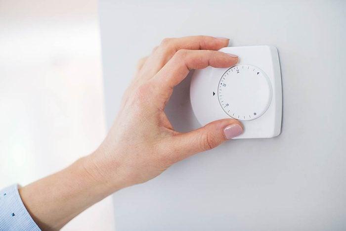 Résolution écologique à adopter : baisser le chauffage pendant la nuit.