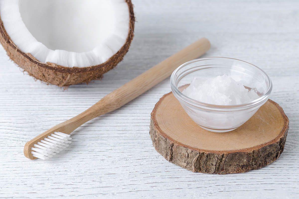 Résolution écologique à adopter : utiliser du dentifrice en poudre.