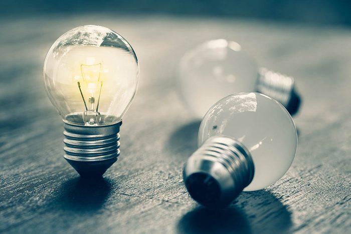 Résolution écologique à adopter : recycler les ampoules.