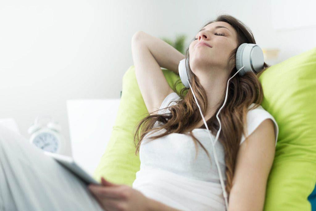 L'énergie peut être stimulée en écoutant de la musique très fort.