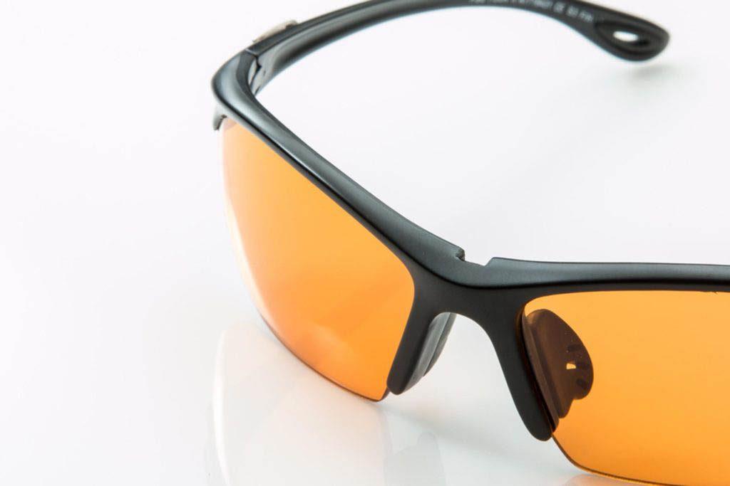 Ayez un regain d'énergie en portant des verres oranges.