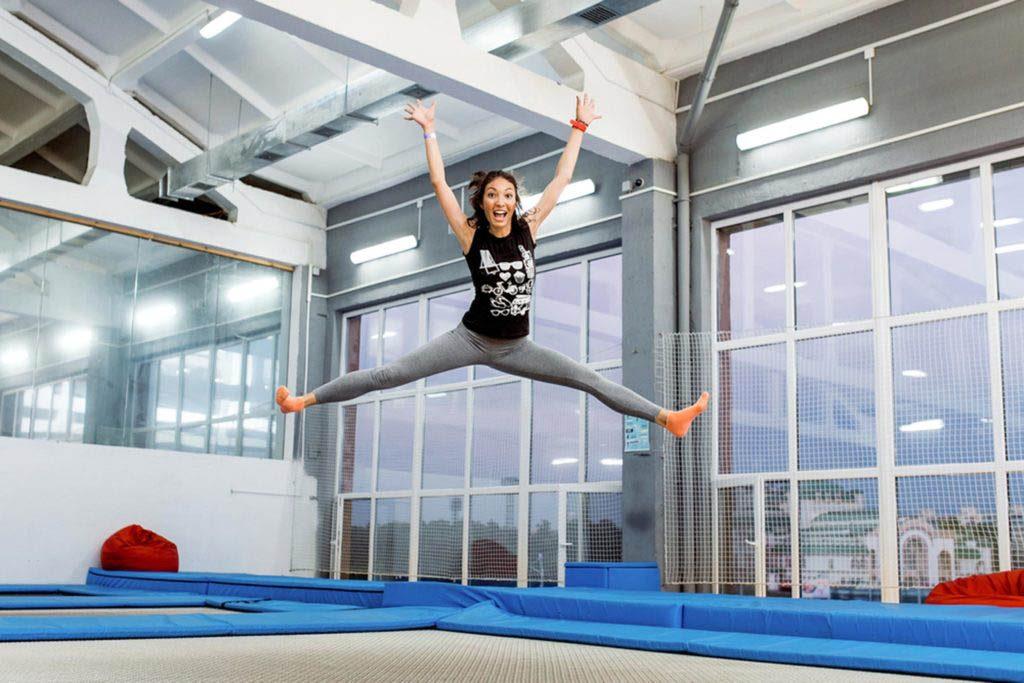 Ayez un regain d'énergie en sautant sur un trampoline.