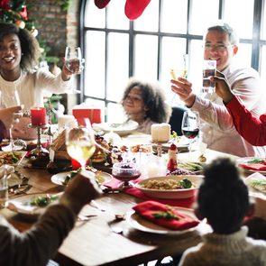 Évitez les excès de table en étirant le repas.