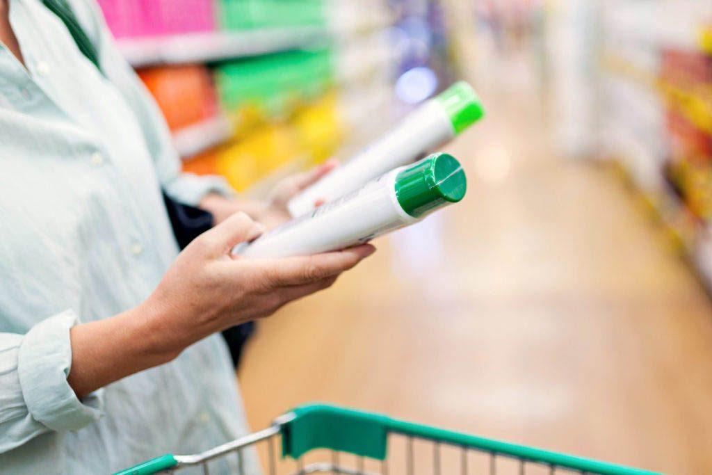 Magasinage : les fabricants réduisent sournoisement la taille des contenants et portions.