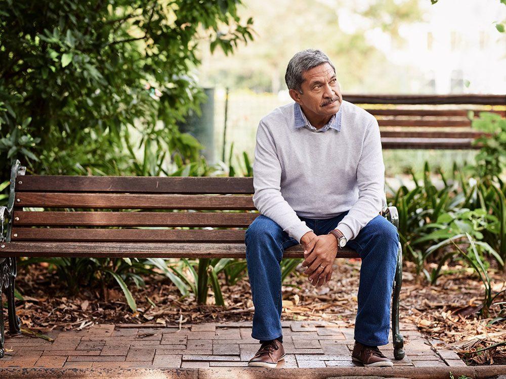 Mythe sur la santé: rester assis est aussi dangereux que fumer.