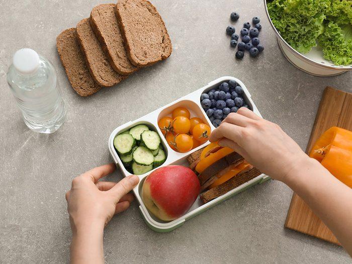 Mythe sur la santé: des petits repas échelonnés tout au long de la journée valent mieux que trois gros repas.