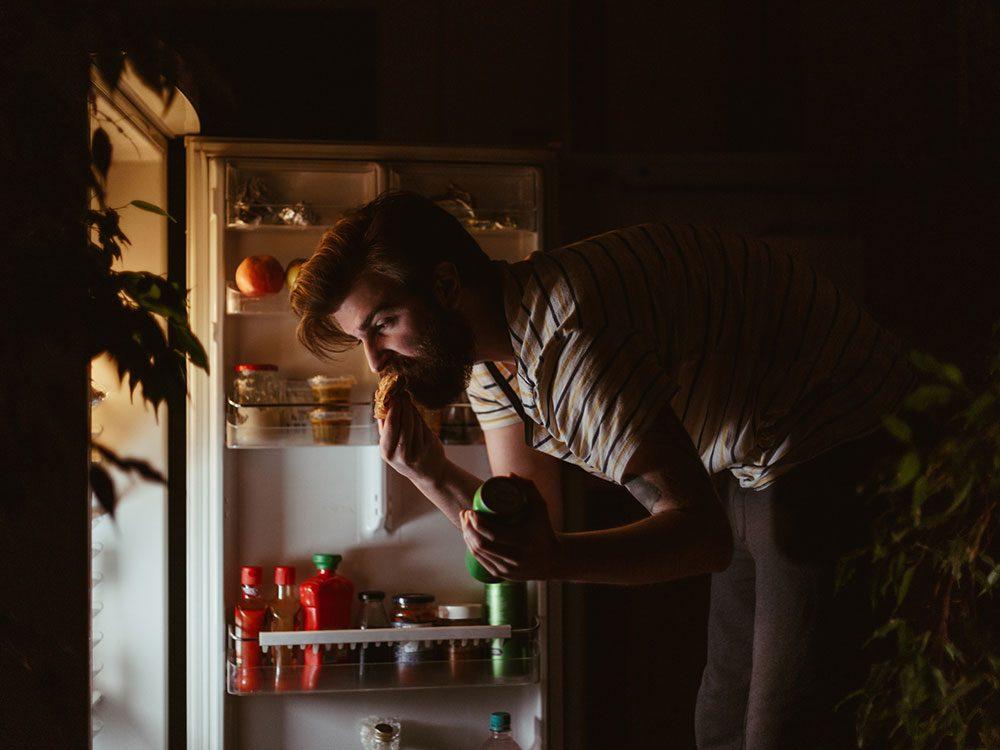 Mythe sur la santé: les aliments mangés après 20h se transforment directement en graisse.