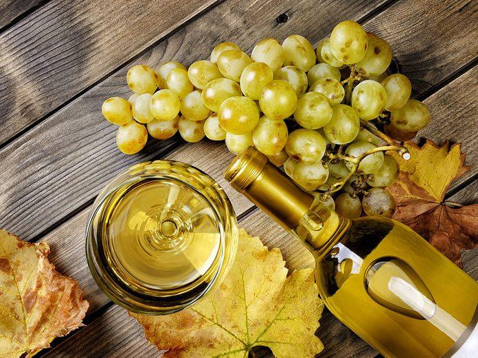 Le vin blanc peut vous faire paraître plus vieux.
