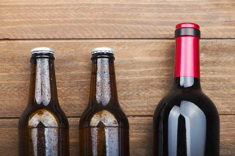 Vous risquez de paraître plus vieux en buvant de l'alcool.