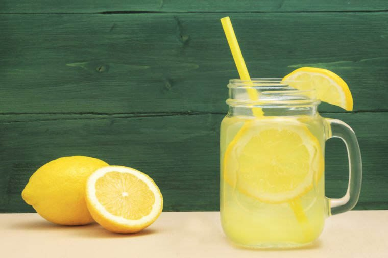 Vous risquez de paraître plus vieux en buvant de la limonade.