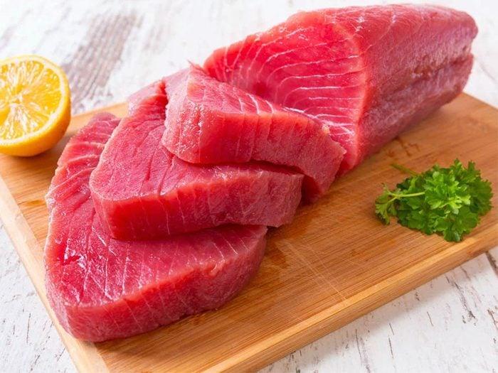 Le thon jaune (yellowfin) fait partie des poissons que vous devriez éviter de manger.