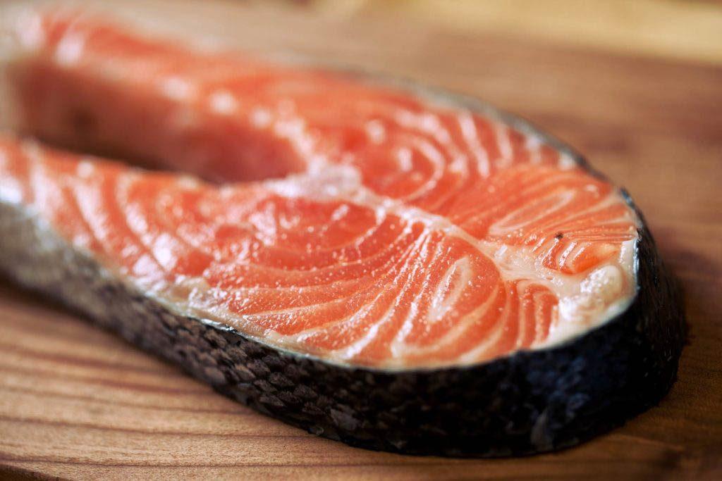 Poissons à éviter : le saumon d'élevage de l'Atlantique.
