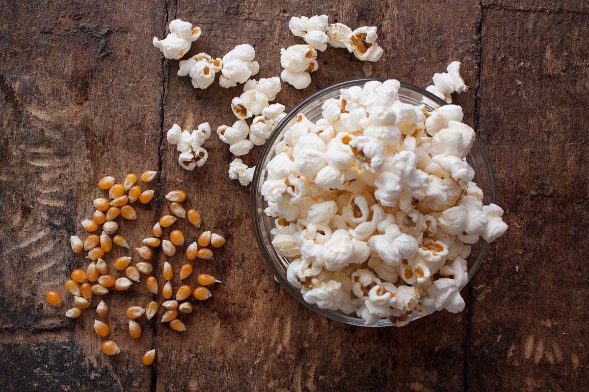 Réussissez votre popcorn au micro-ondes.