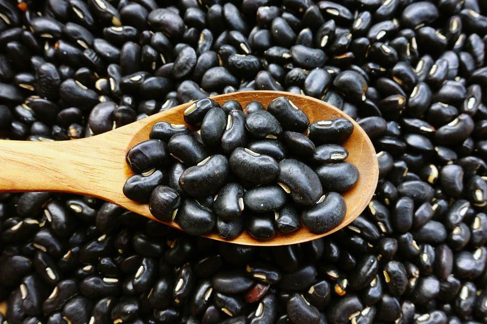 Le potassium est très présent dans les haricots noirs.