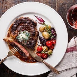Rôti de filet de bœuf, sauce au vin rouge