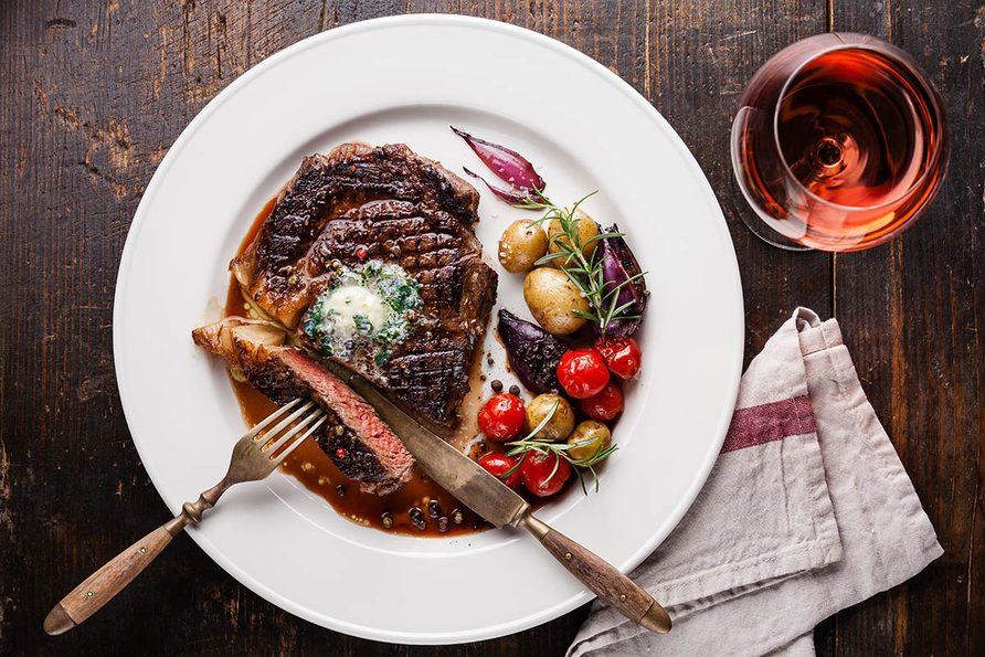 Pour le repas de Noël, préparez un filet de boeuf rôti au vin rouge.