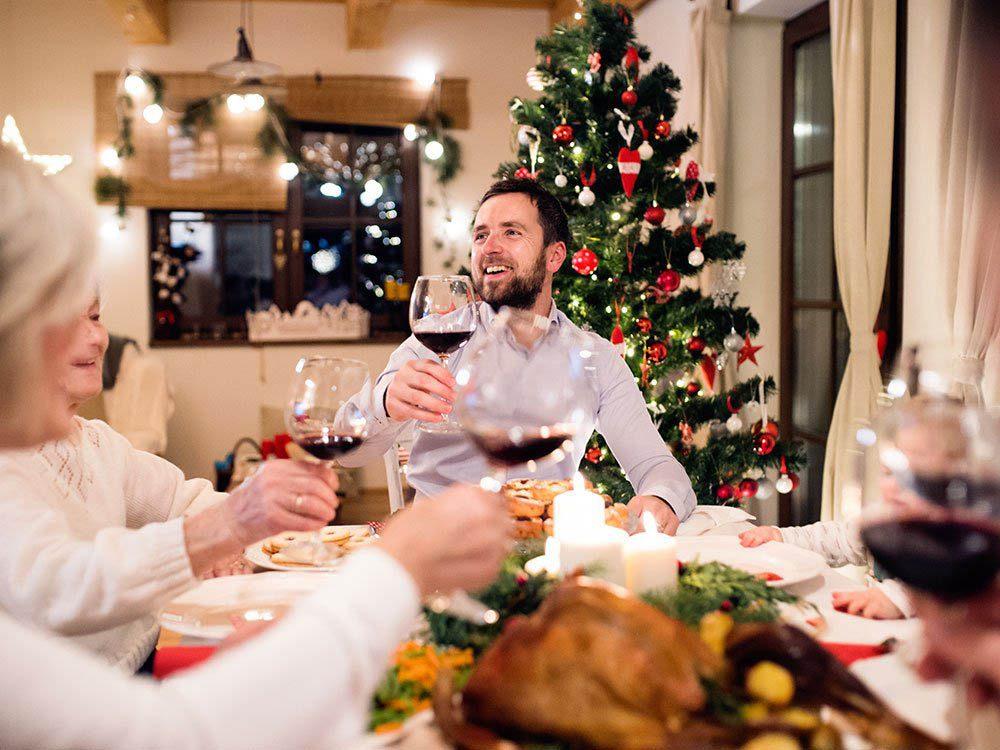 Durant le repas des Fêtes, empêchez la politique de faire dérailler le dîner.