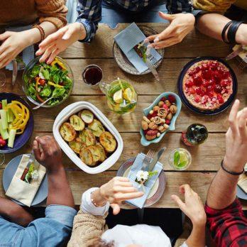8 façons d'éviter la troisième guerre mondiale pendant les repas des Fêtes