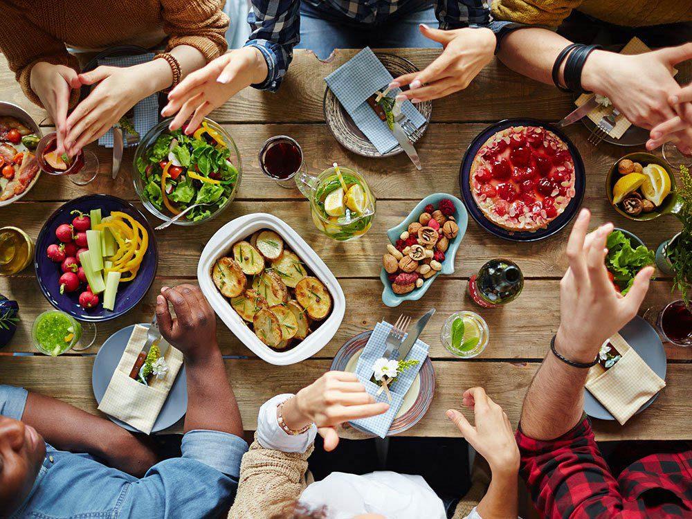 Durant le repas des Fêtes, faites preuve d'humilité.