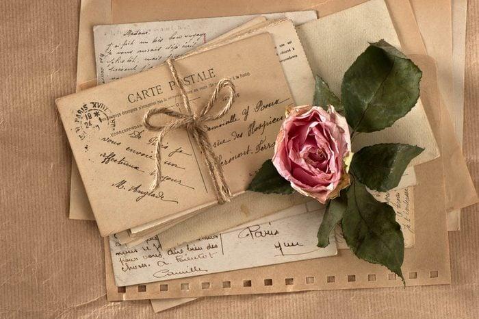 Idée romantique : écrire des lettres d'amour.