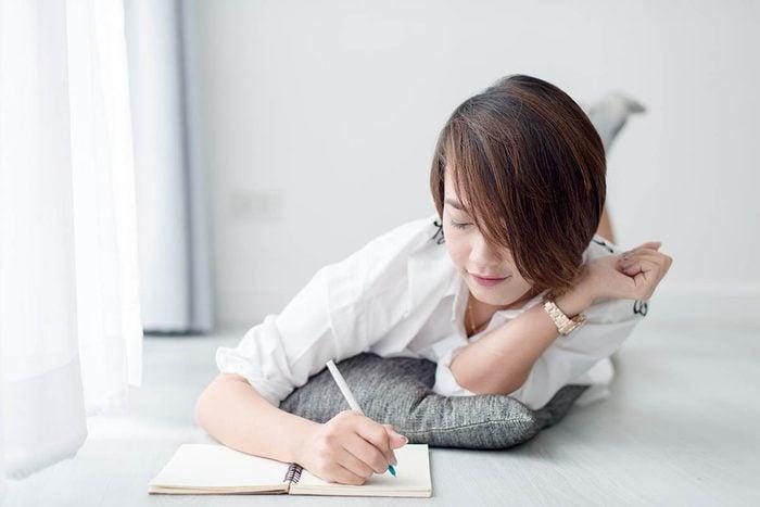 Idée romantique : écrire une lettre d'amour.