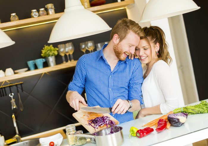 Idée romantique : faire un geste tout simple du quotidien.