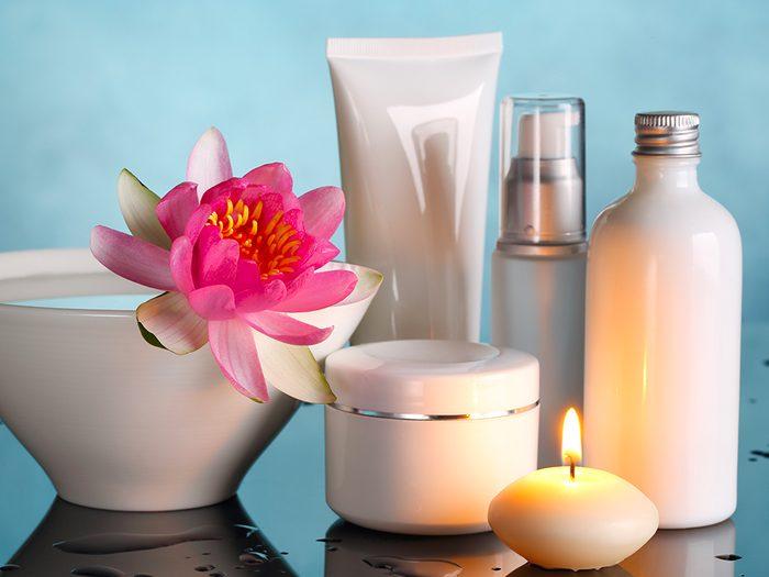 Optez pour le romantisme en offrant à votre conjoint(e) toute la gamme de produits de soins pour le corps de sa fragrance préférée.